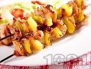 Рецепта Пикантни пилешки шишчета от бут с ананас печени на грил